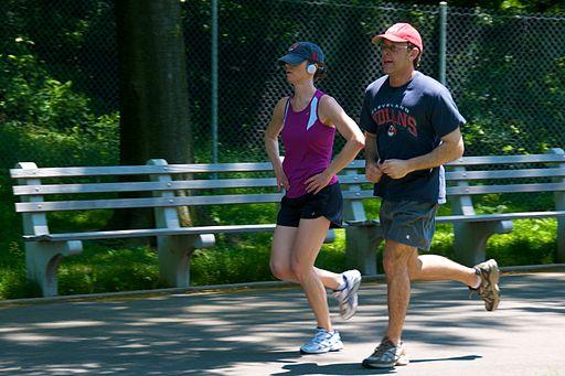 512px-Jogging_couple